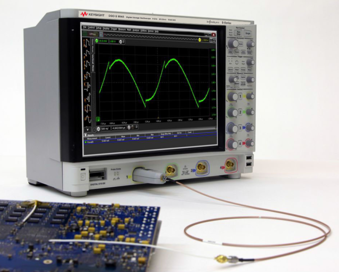 Keysight N7020A Power Rail probe connected to the S-Series oscilloscope